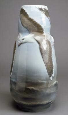 Vase with albatross decoration